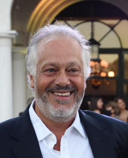Jorge E. Cura