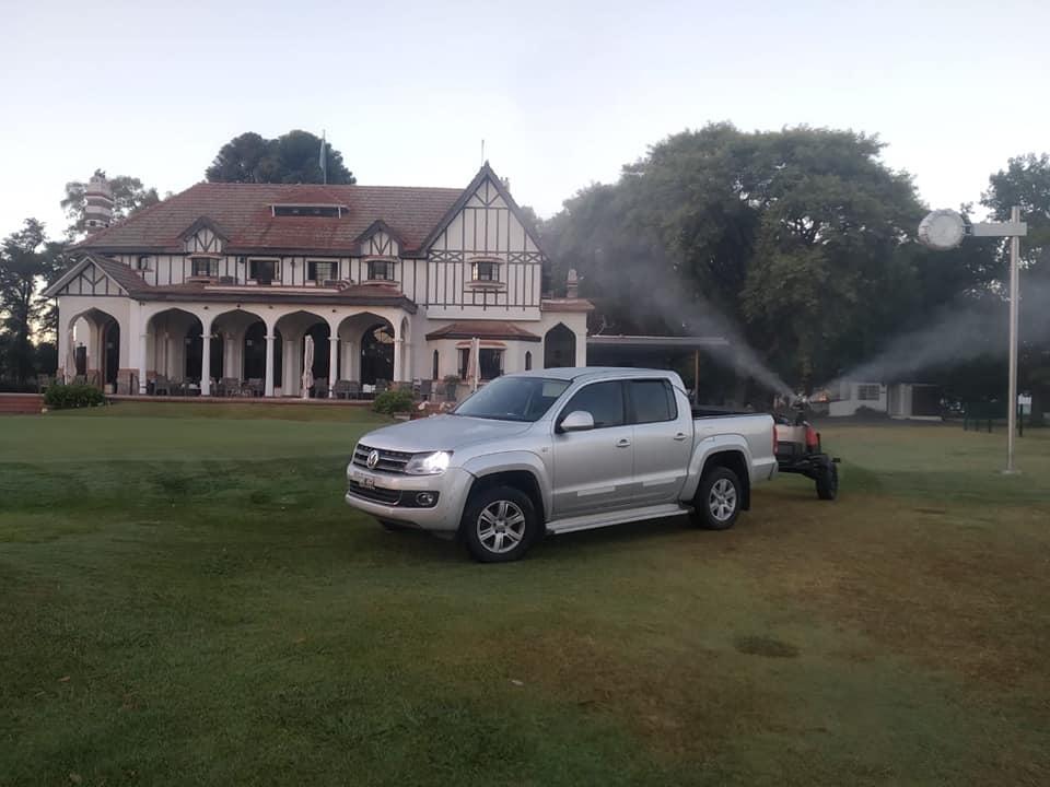 Fumigación nocturna en la cancha y a la mañana en alrededores del Club House